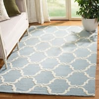 Safavieh Handmade Cambridge Blue/ Ivory Wool Rug - 5' x 8'