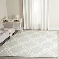 Safavieh Handmade Chatham Grey/ Ivory Wool Rug - 5' Square