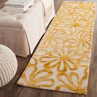 Safavieh Handmade Dip Dye Watercolor Vintage Beige/ Gold Wool Rug - 2'3 x 6'