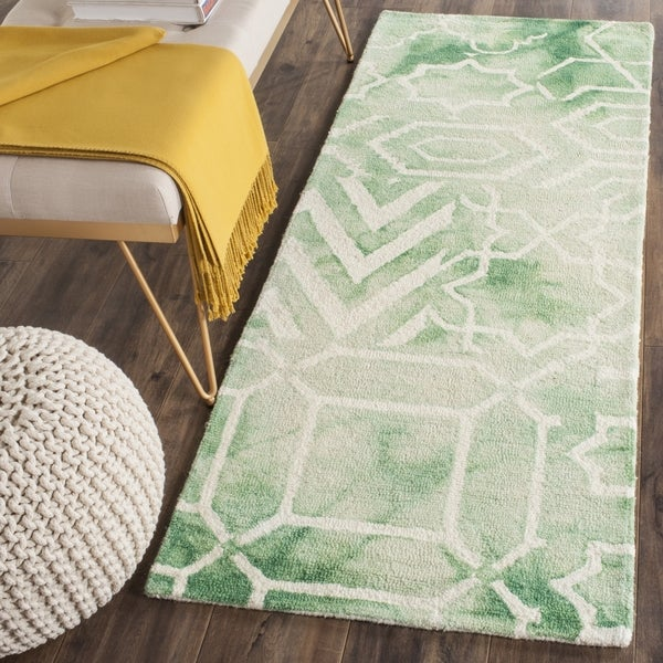 Safavieh Handmade Dip Dye Watercolor Vintage Green/ Ivory Wool Rug - 2'3 x 6'