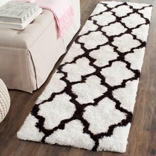 Safavieh Handmade Barcelona Shag White/ Black Polyester Rug (2'3 x 7')
