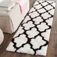 Safavieh Handmade Barcelona Shag White/ Black Trellis Polyester Rug - 2'3 x 7'