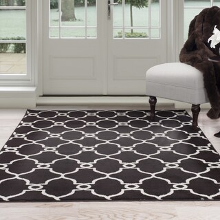 Windsor Home White and Brown Lattice Area Rug - 5' x 7'7""
