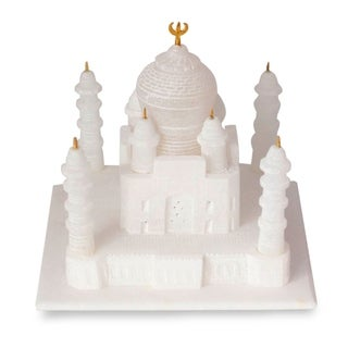 Handmade White Marble Decorator Accent Taj Mahal Sculpture with Velvet Box (India)