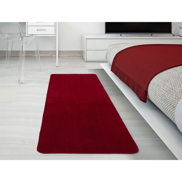 Ottomanson Softy Collection Red Solid Machine-washable Non-slip Bathroom Mat Rug