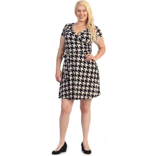 Shop Women\'s Plus SIze Black/ Brown Houndstooth Flare Dress - Free ...
