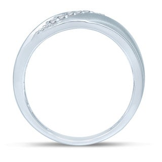 Unending Love 10k White Gold Men's 1/6ct TDW Diamond Slanted 9-stone Wedding Band (I-J, I2-I3)