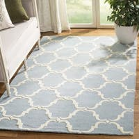Safavieh Handmade Cambridge Blue/ Ivory Wool Rug - 6' Square