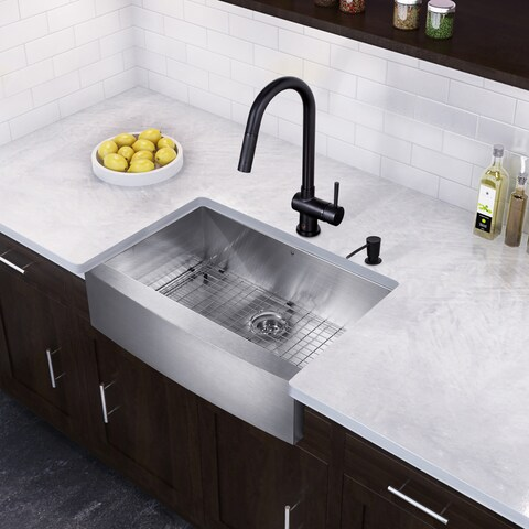 VIGO All-in-One 33-inch Stainless Steel Farmhouse Kitchen Sink and Gramercy Matte Black Faucet Set