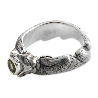 Handmade Men's Sterling Silver 'Dreams of a Cat' Peridot Ring (Indonesia)