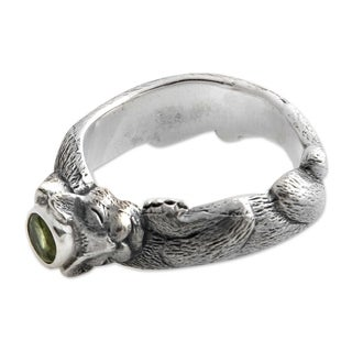 Handmade Dreams of a Cat Peridot Men's Sterling Silver Ring (Indonesia)