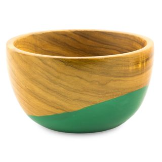 Handmade Palo Blanco Wood 'Spicy Green' Bowl (Guatemala)
