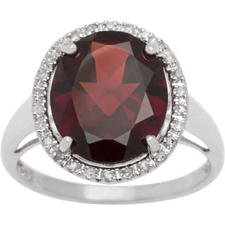 Viducci 10k Gold Oval Garnet and 1/6ct TDW Diamond Halo Ring (G-H, I1-I2)