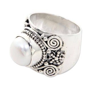 White Frangipani Traditional Balinese Design White Freshwater Pearl and 925 Sterling Silver Womens Cocktail Ring (Indonesia)