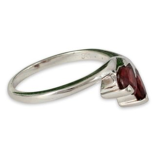 Handcrafted Sterling Silver 'Rose of Love' Garnet Ring (India)