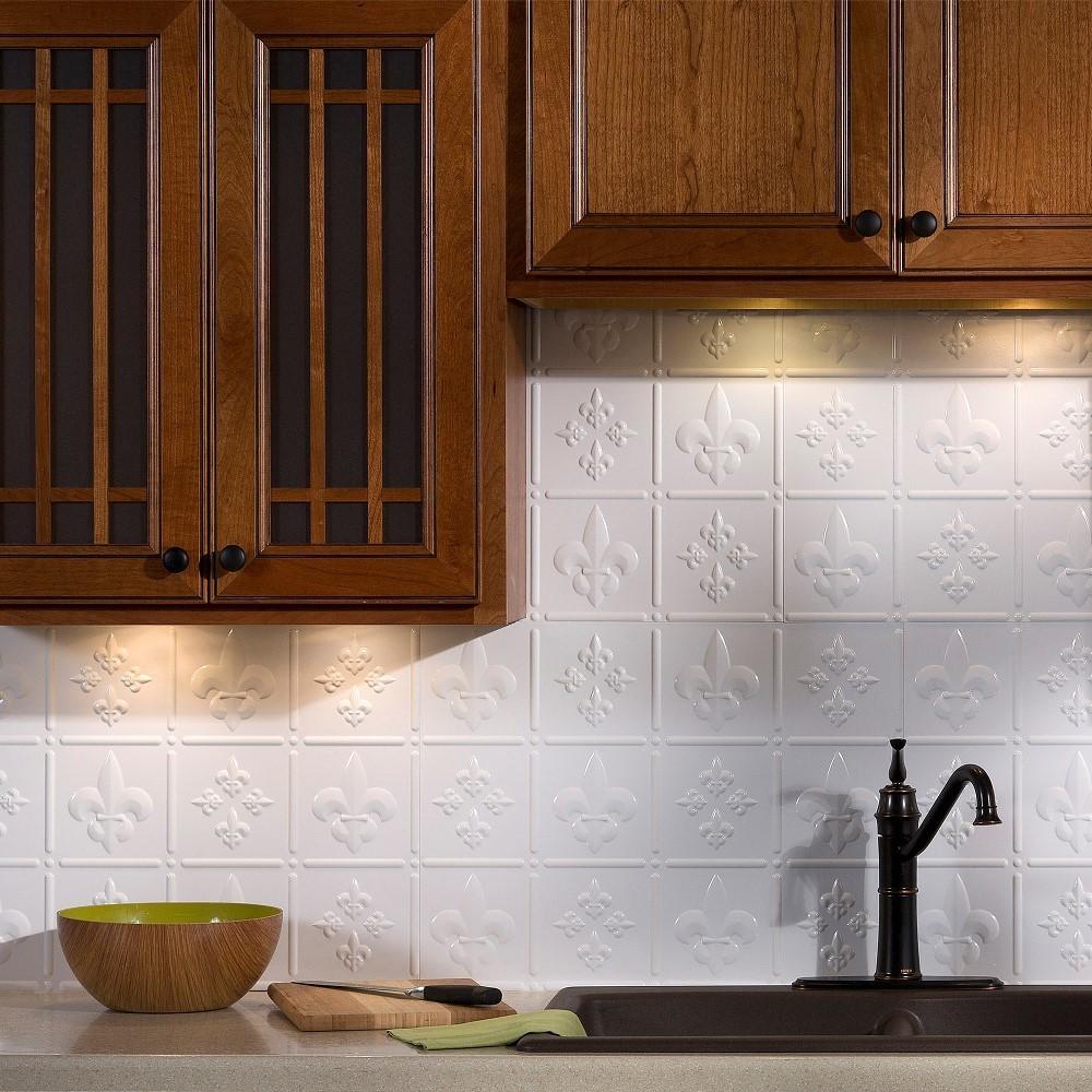 Fasade Fleur De Lis Backsplash In Gloss White 15 Sq Ft Kit Overstock 10306000
