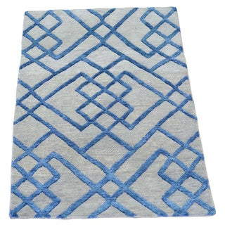Modern Wool and Silk Hand Knotted Oriental Rug (2' x 2'10)