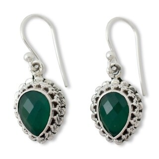 Handmade Sterling Silver 'Evergreen Dreams' Onyx Earrings (India)