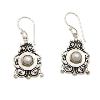 Handmade Sterling Silver 'Moon Vignette' Pearl Earrings (5 mm) (Indonesia)