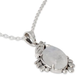 Sterling Silver 'Radiance' Rainbow Moonstone Necklace (India)