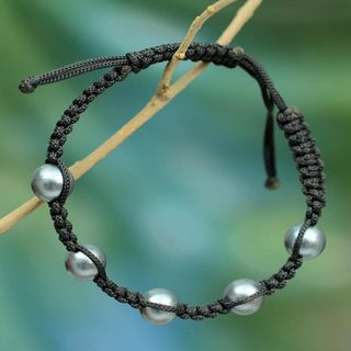 Handcrafted Pearl 'Accept Oneness' Bracelet (8 mm) (India)