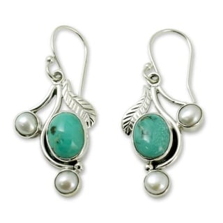Handcrafted Sterling Silver Blue Blossom Pearl Turquoise Earrings (5 mm) (India)