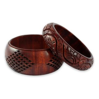 Set of 2 Handcrafted Mango Wood 'India Romance' Bracelets (India)