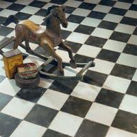 SomerTile 17.63x17.63-inch Royals Damero Ceramic Floor and Wall Tile (5 tiles/11.02 sqft.)