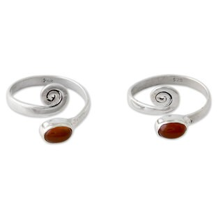 Handmade Set of 2 Sterling Silver 'Curls' Carnelian Toe Rings (India)