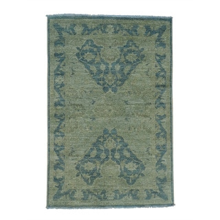 Handmade Wool Green Traditional Oriental Rectangle Rug (4' x 6')