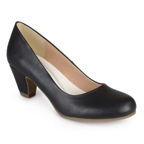 Journee Collection Women's 'Luu-M' Comfort Fit Round Toe Classic Pumps