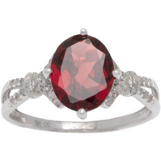 Viducci 10k Gold Garnet and 1/5ct TDW Diamond Ring (G-H, I1-I2)