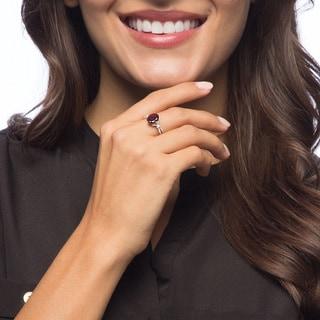 Viducci 10k Gold Garnet and 1/5ct TDW Diamond Ring (G-H, I1-I2)