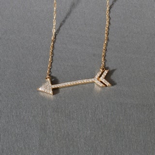 De Couer 10k Yellow Gold 1/8ct TDW Diamond Arrow-Shaped Necklace (H-I, I2)