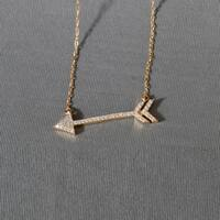 De Couer 10k Yellow Gold 1/8ct TDW Diamond Arrow-Shaped Necklace