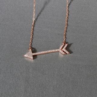 De Couer 10k Rose Gold 1/8ct TDW Diamond Arrow-Shaped Necklace (H-I, I2)