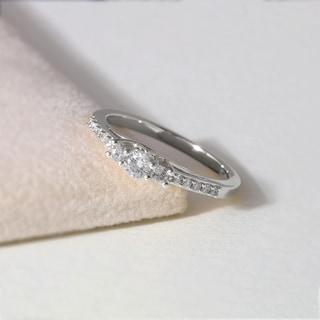 De Couer 10k White Gold 1/3ct TDW Diamond Three-Stone Anniversary Ring - White H-I