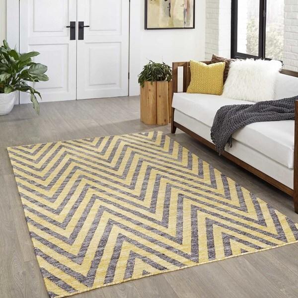 """Momeni Caravan Hand Woven Wool Yellow Area Rug - 7'6"""" x 9'6"""""""