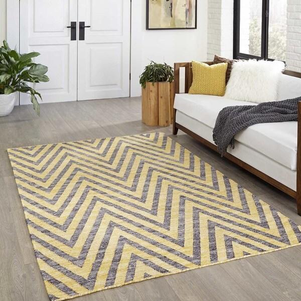 Momeni Caravan Yellow Hand-Woven Wool Reversible Rug (7'6 X 9'6)