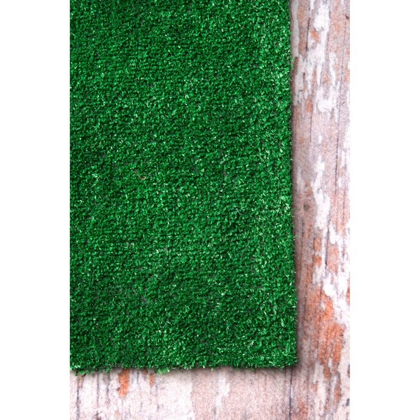 nuLOOM Artificial Grass Outdoor Lawn Turf Green Patio Rug (5' x 8') - Free  Shipping Today - Overstock.com - 17513439 - NuLOOM Artificial Grass Outdoor Lawn Turf Green Patio Rug (5' X 8