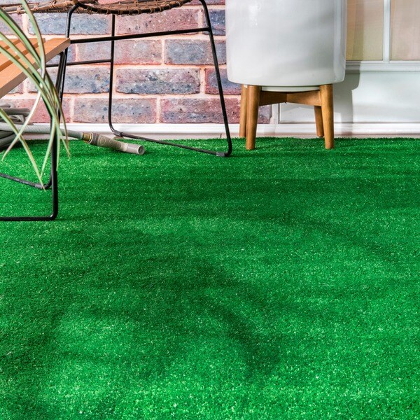 NuLOOM Artificial Grass Outdoor Lawn Turf Green Patio Rug (5u0027 X 8u0027)   Free  Shipping Today   Overstock.com   17513439
