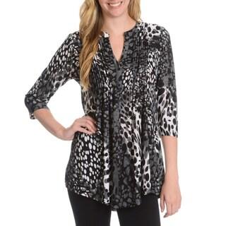 La Cera Women's Abstract Leopard Print Pleated Yoke 3-Button Top