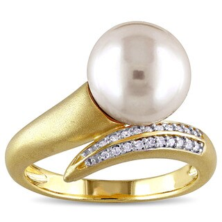 Miadora 10k Yellow Gold Freshwater White Pearl and 1/10ct TDW Diamond Ring (G-H, I2-I3)