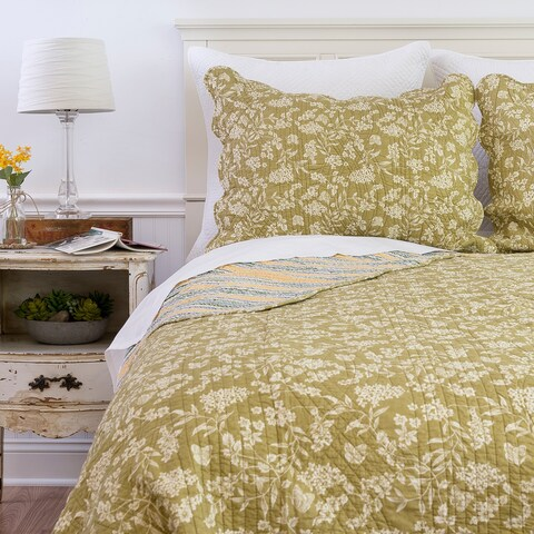 Green Toile Reversible Quilt (Shams Not Included)