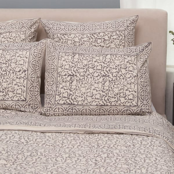 Handmade Set of 2 Taupe Chain Pillow Standard Shams (India)