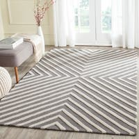Safavieh Handmade Cambridge Dark Grey/ Ivory Wool Rug - 5' x 8'