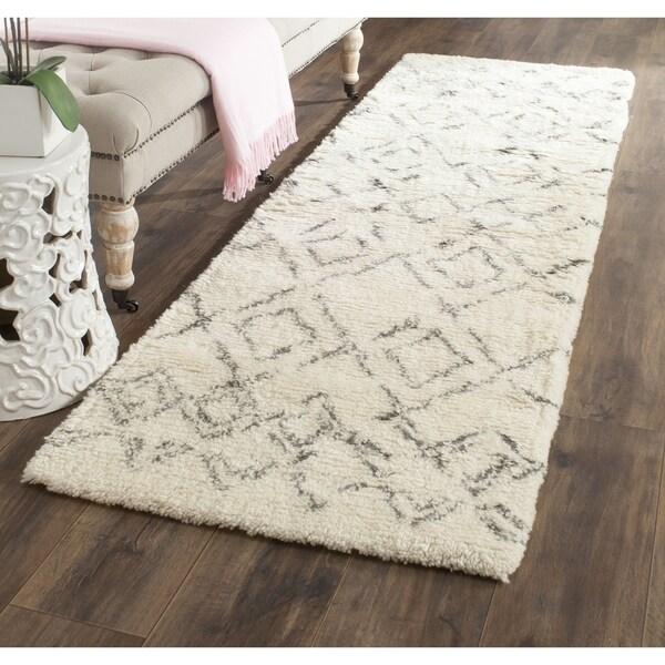 Safavieh Handmade Casablanca Ivory/ Grey Wool Rug (2'3 x 12') - 2'3 x 12'