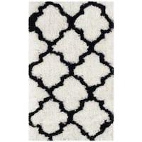 Safavieh Handmade Barcelona Shag White/ Black Trellis Polyester Rug - 2'3 x 4'