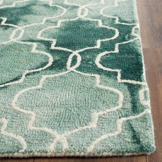Safavieh Handmade Dip Dye Watercolor Vintage Green/ Ivory Wool Rug (2' x 3')