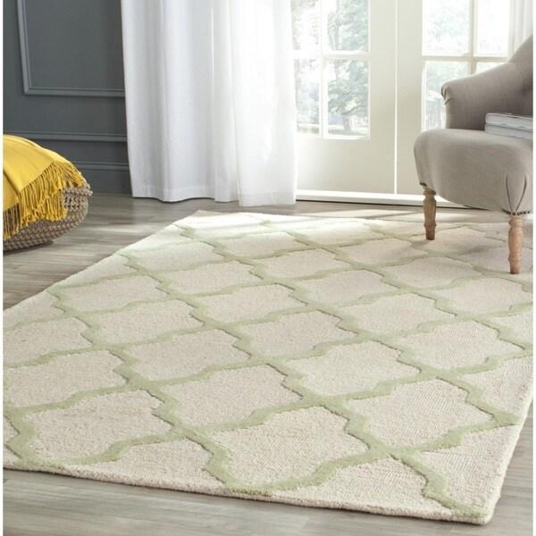 Safavieh Handmade Cambridge Ivory/ Light Green Wool Rug - 7'6 x 9'6